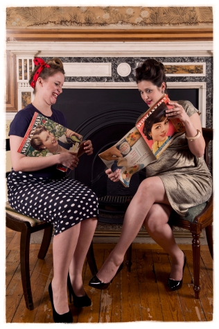 1950s photography. Posing with magazines