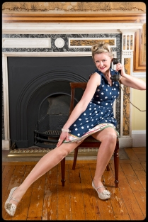 1950s pin up with telephone