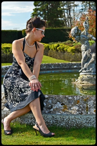 1950s shoot by the fountain